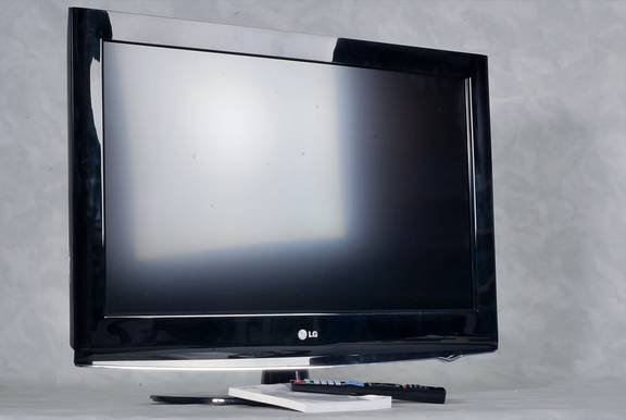 lg lcd fernseher 32ld420 32 zoll full hd schwarz gepr ft. Black Bedroom Furniture Sets. Home Design Ideas